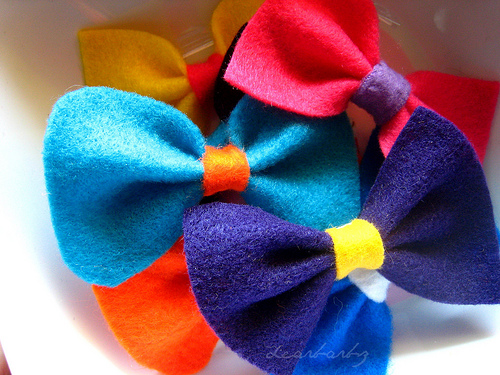 felt bow brooches